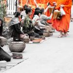 Bild der Mönchsprozession in Luang Prabang, Laos